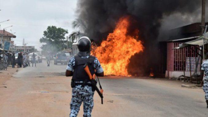 Guéoul : des jeunes barrent la route pour s'opposer au tracé d'une route