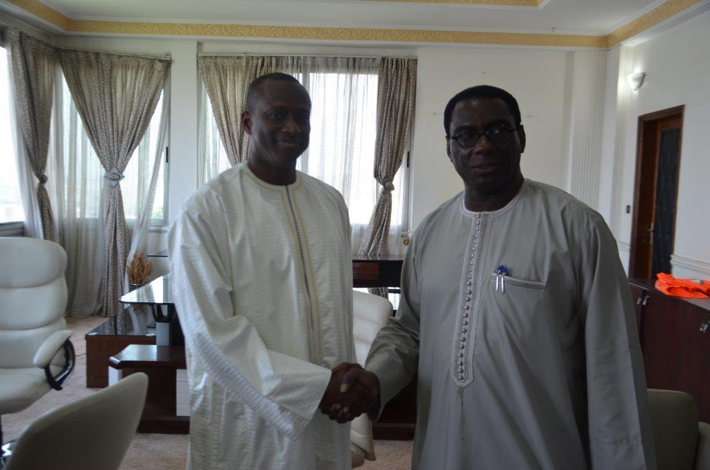 Passation de service entre le Directeur Général sortant du Port autonome de Dakar, le Dr Cheikh KANTE et son successeur M. Aboubacar Sadikh BEYE à la Direction générale de l'institution portuaire