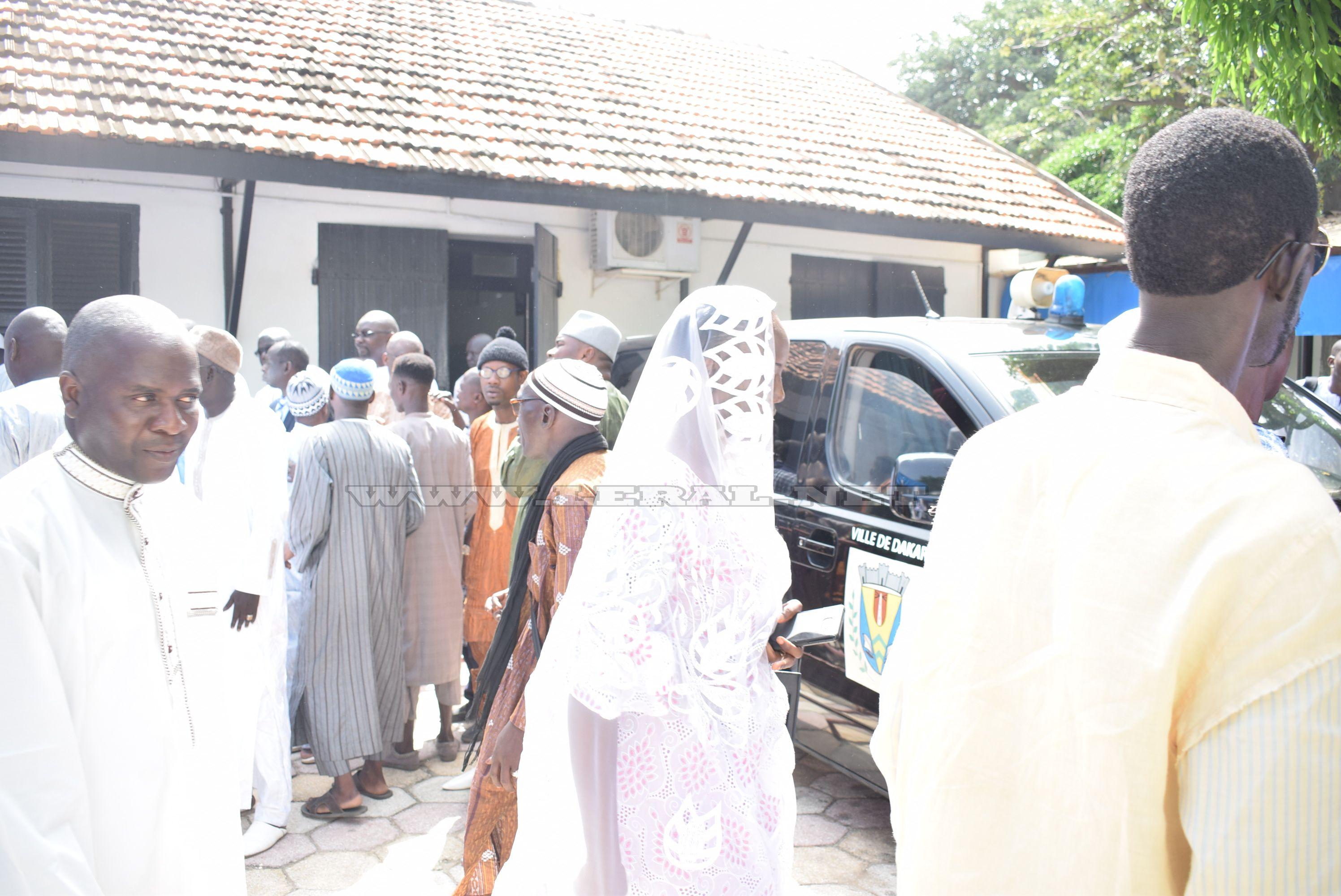 Photos : la levée du corps de Laye Bamba Seck, le père de Coumba Gawlo Seck