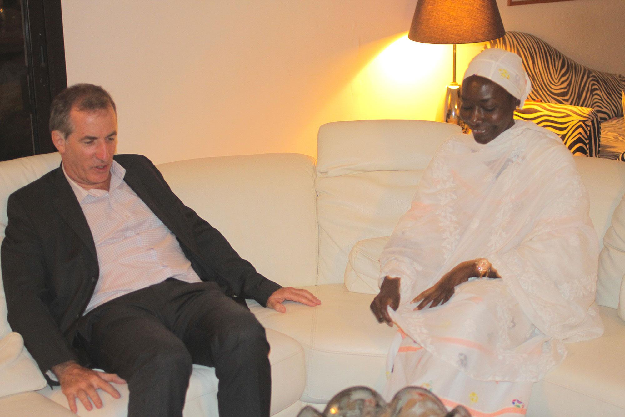 SEM Christophe Bigot, l'Ambassadeur de la France au Sénégal, a présenté à ses condoléances à la chanteuse Coumba Gawlo Seck