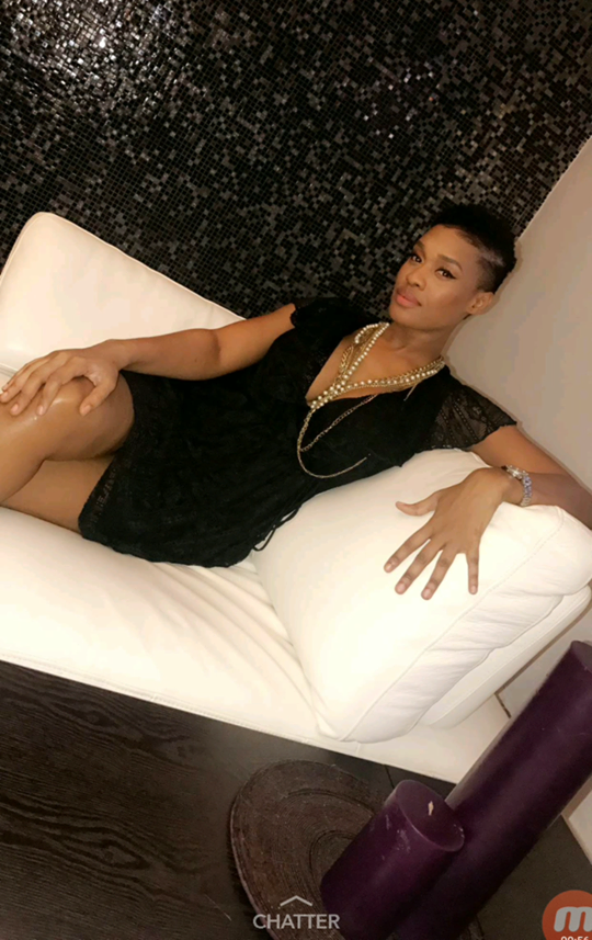 Photos : Ndèye Ndack la joue super sexy avec sa petite robe noire