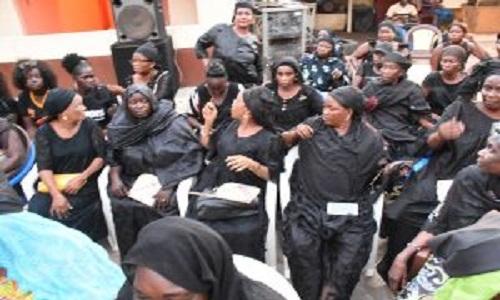 Aïssatou Fall, présidente des femmes socialistes de Dakar, on a parlé de marcher nues mais on va faire pire »