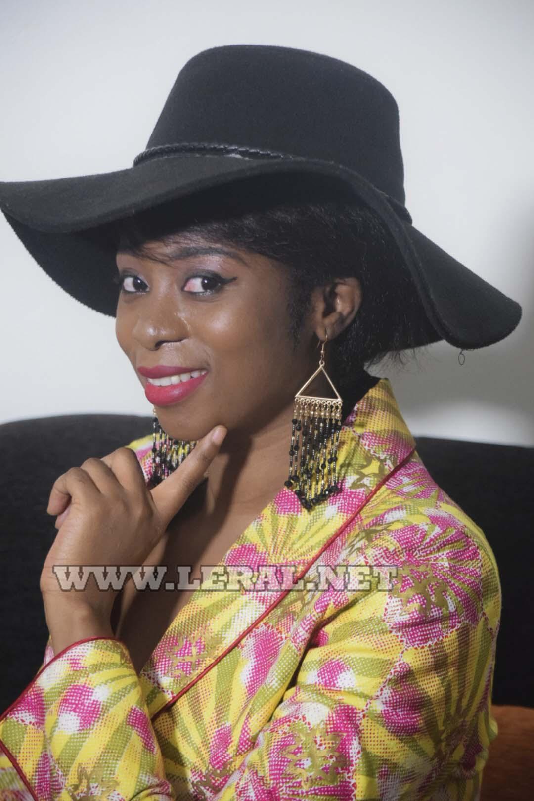 17 Photos: La star Adiouza, une beauté africaine au sourire d'ange, un coeur à prendre