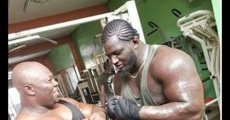Muscles saillants, style bodybuilder: Le  Balla Gaye 2 new look débarque