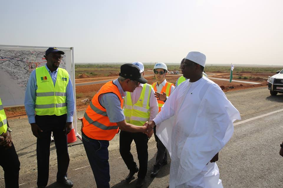 """Arrêt sur images: le Président Macky Sall """"inaugure"""" l'autoroute Ila Touba"""