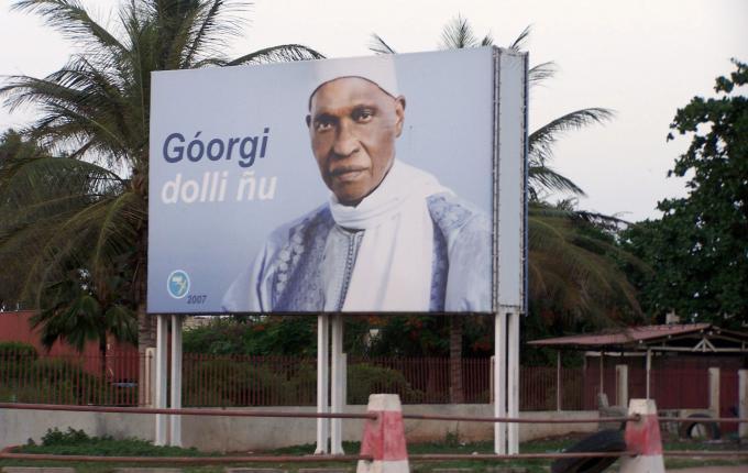Pose anarchique des panneaux publicitaires à Dakar: Le ministre de la Communication et les maires passifs