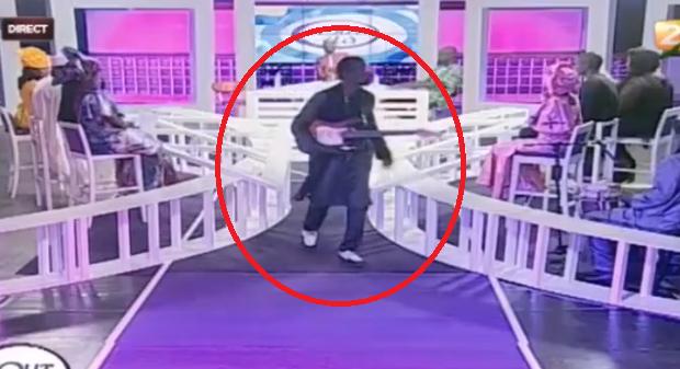 (Vidéo) Quand Souleymane Faye, en colère, boude en direct le plateau de Tout est là !
