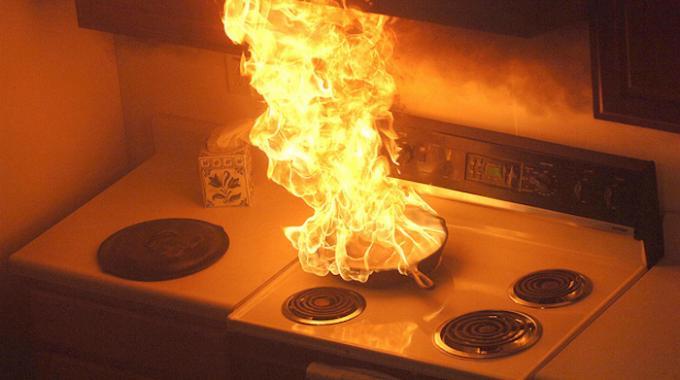 Voici des astuces pour éteindre un feu de cuisine