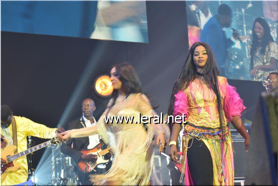 """Vidéo-photos: Regardez le """"leumbeul"""" inédit de Ndèye Gueye Junior sur la scène de Bercy"""