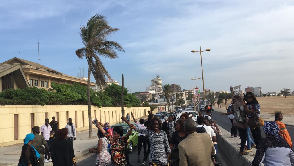 Les sympathisants du député-maire de Dakar Khalifa Sall ont bloqué la route de la corniche devant la prison de Rebeuss