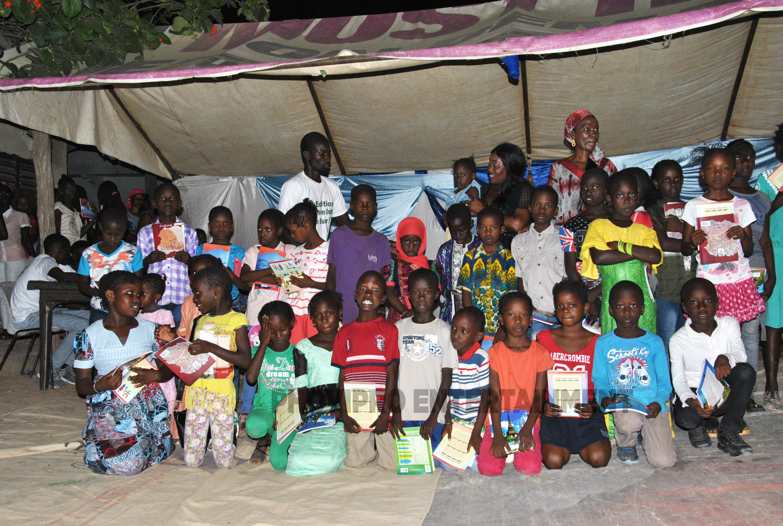 """Fête des enfants:  """"xalé buur la"""" distribution de fournitures à 370 élèves à Diakhao, Thies"""