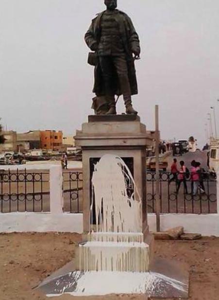 Arrêt sur image – Saint-Louis : La statue de Faidherbe barbouillée…