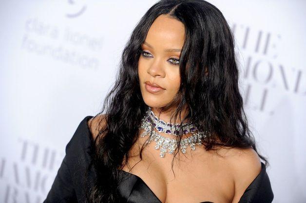 Rihanna trahie par sa famille ! Les révélations choc !
