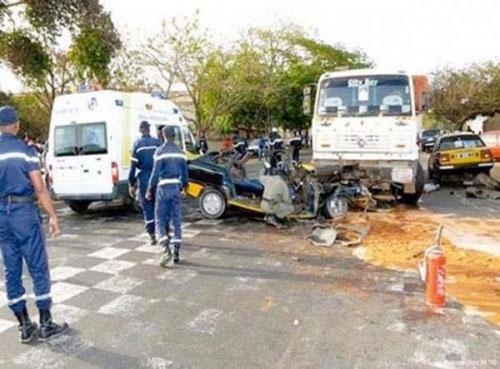 Diamniadio: une collision entre deux véhicules fait un mort et plusieurs blessés