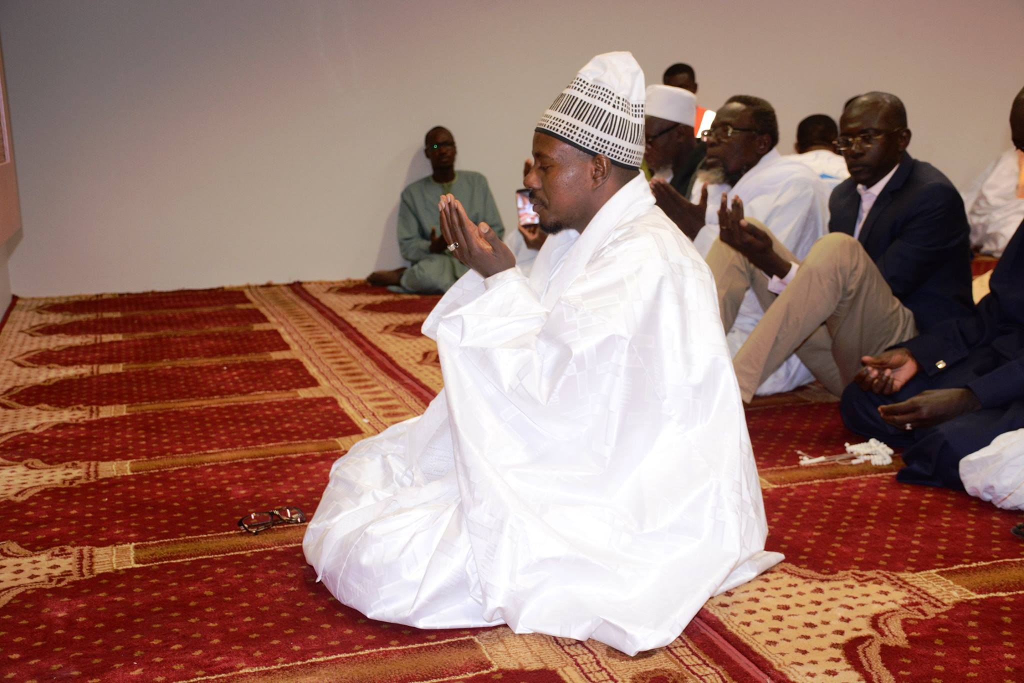 ( 16 Photos ) Visite de Sérigne Bass Abdou Khadre à l'aéroport de Blaise Diagne.… Tout ce que vous n'avez pas vu en Images