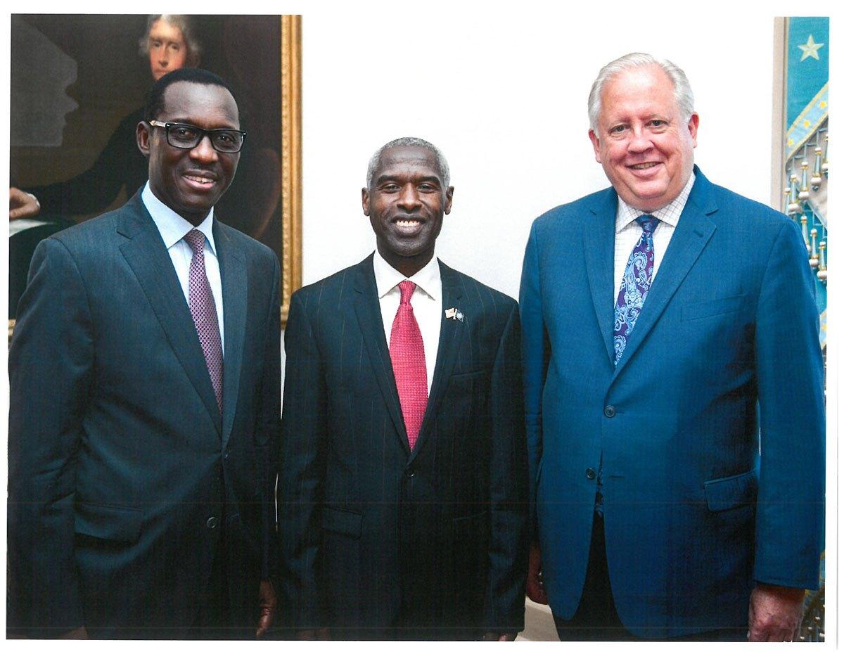 Vidéo: L'ambassadeur des USA dans un « Tangana » (une gargote)… Regardez