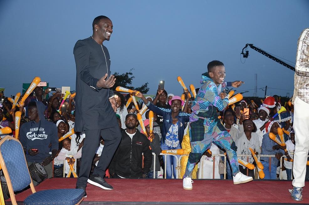 Photos : Akon guest star de Sen Petit Gallé, regardez les pas de danse de Alioune Badara Thiam