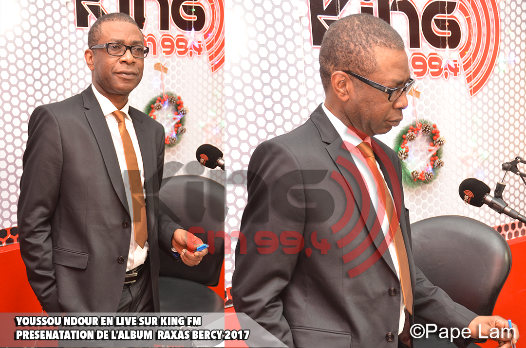 9 photos : Youssou Ndour version Dandy dans le studio King FM