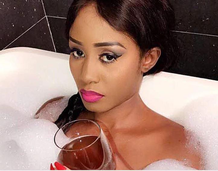 Photos : Queen Biz vous invite à son bain moussant