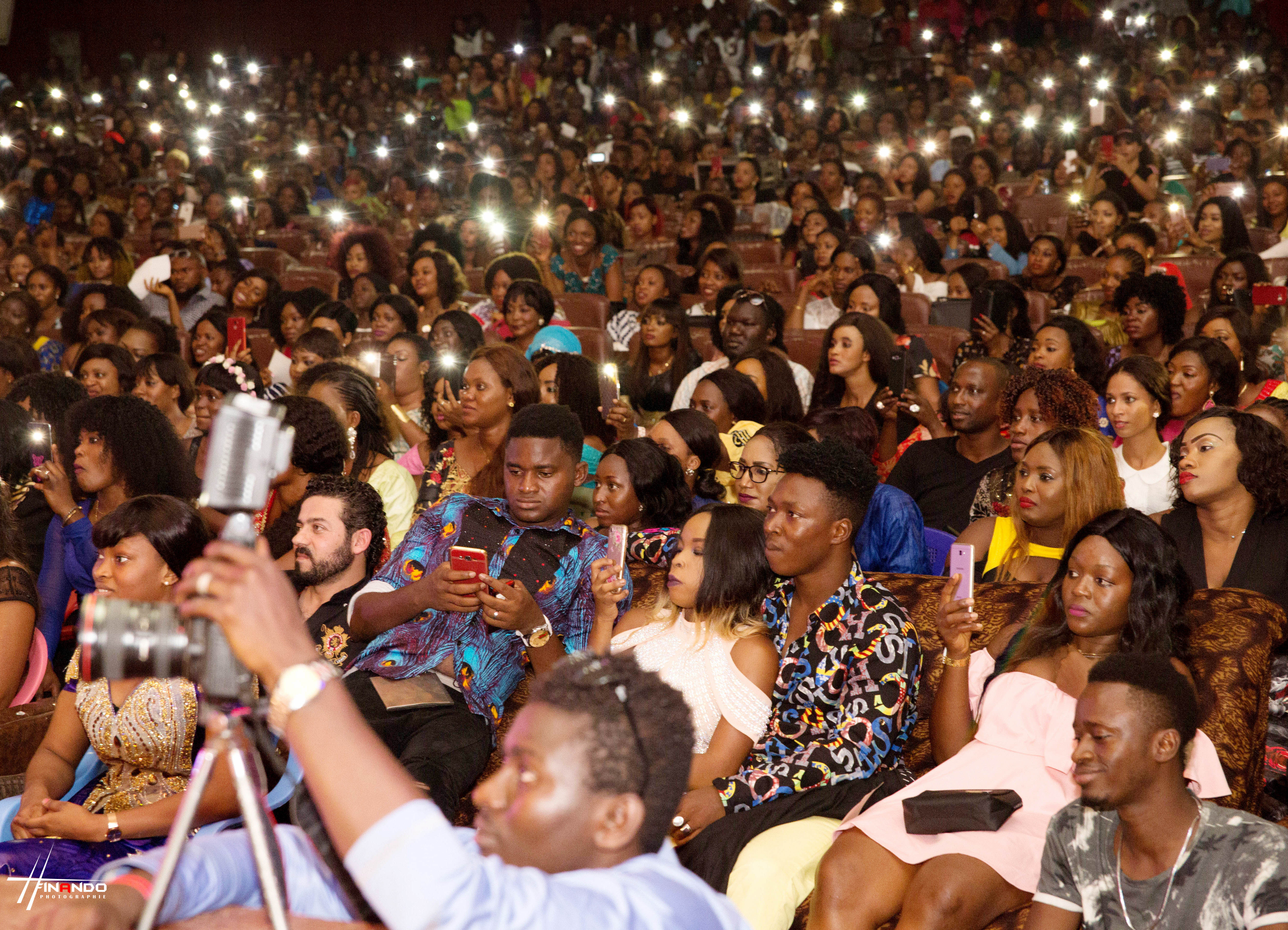 Abiba  fait vibrer le Palais du Peuple de Conakry
