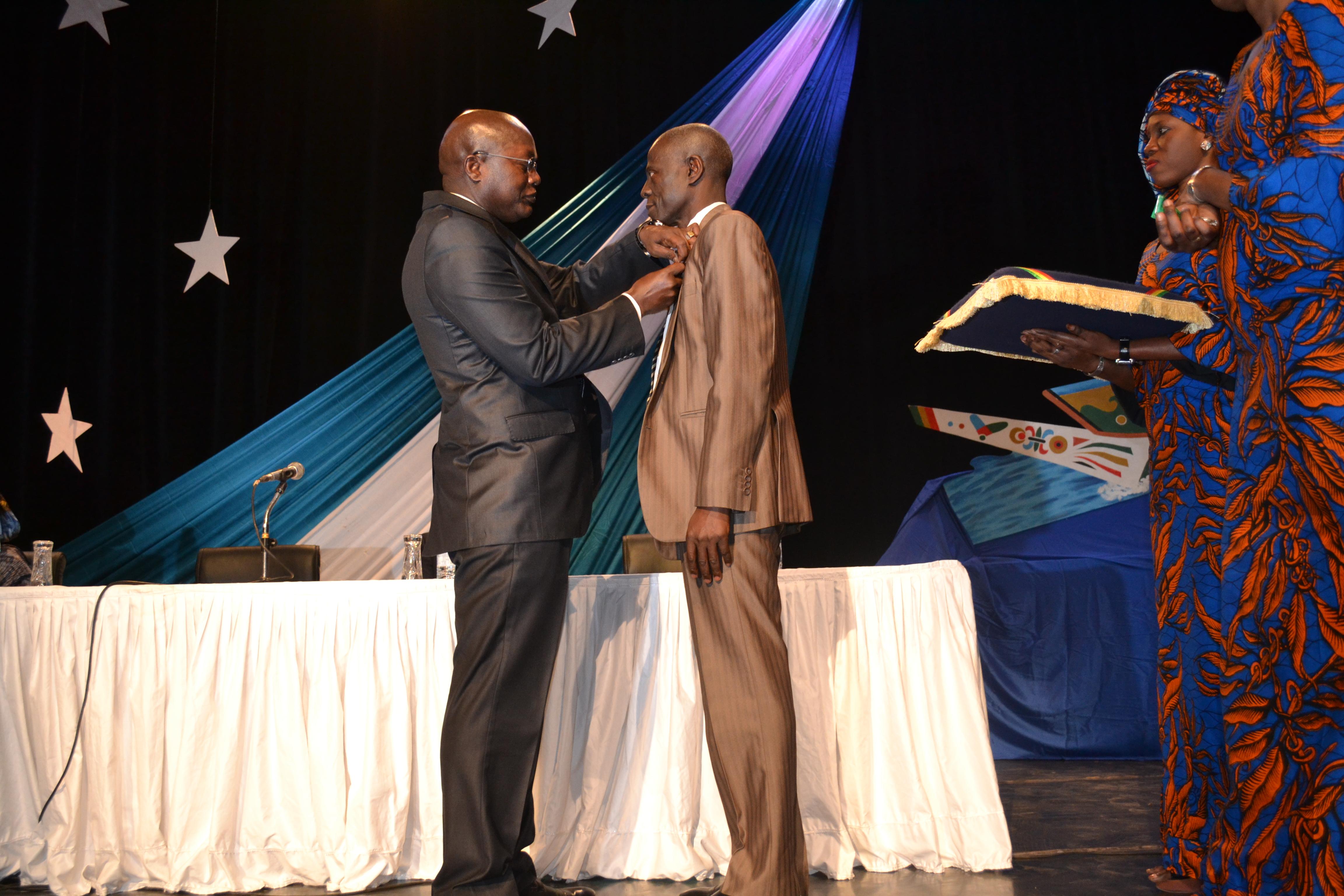 Cérémonie de remise de décorations à 70 agents du ministère de la Pêche et de l'Economie maritime