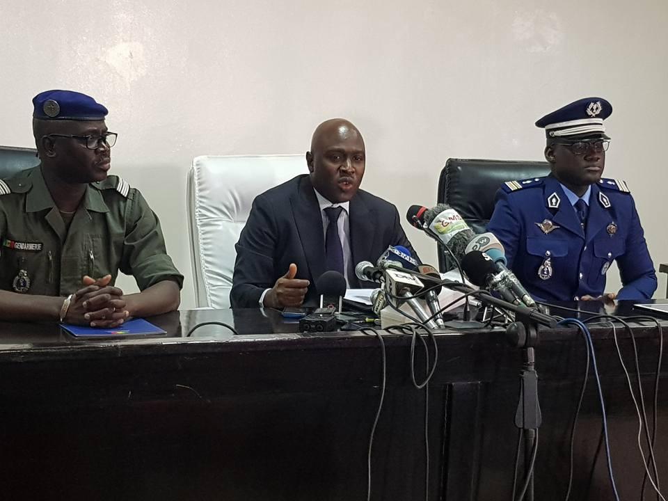 Le procureur Alioune Abdoulaye Sylla a animé le point de presse avec le lieutenant-colonel Issa Diack, commendant de la section de recherche de la Gendarmerie, sur la situation du massacre de 14 personnes dans la forêt classée de Bayote Est ou (forêt classée de Toubacouta).