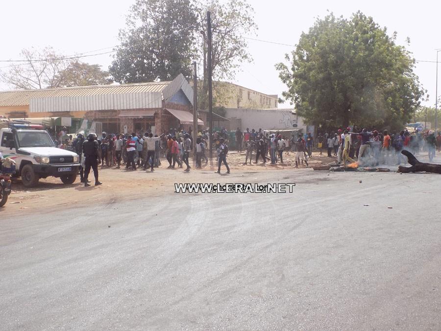 Manifestation de motos-taxis à Tambacounda : un véhicule de police heurte un collégien, lui cassant un bras