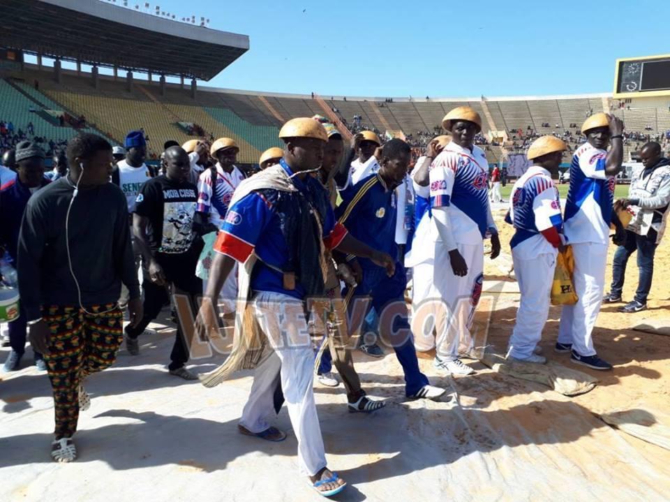"""Photo : Kharagne Lô débarque au stade en mode """"Thiarakh"""""""