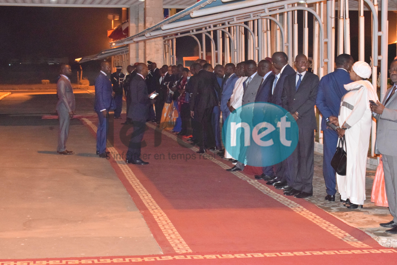 Photos : Emmanuel Macron est arrivé au Sénégal à 23 H 30 à l'aéroport L.S. Senghor