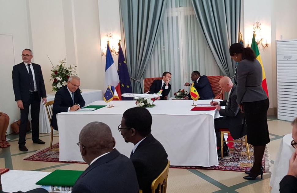 Emmanuel Macron et Macky Sall signent une série de contrats