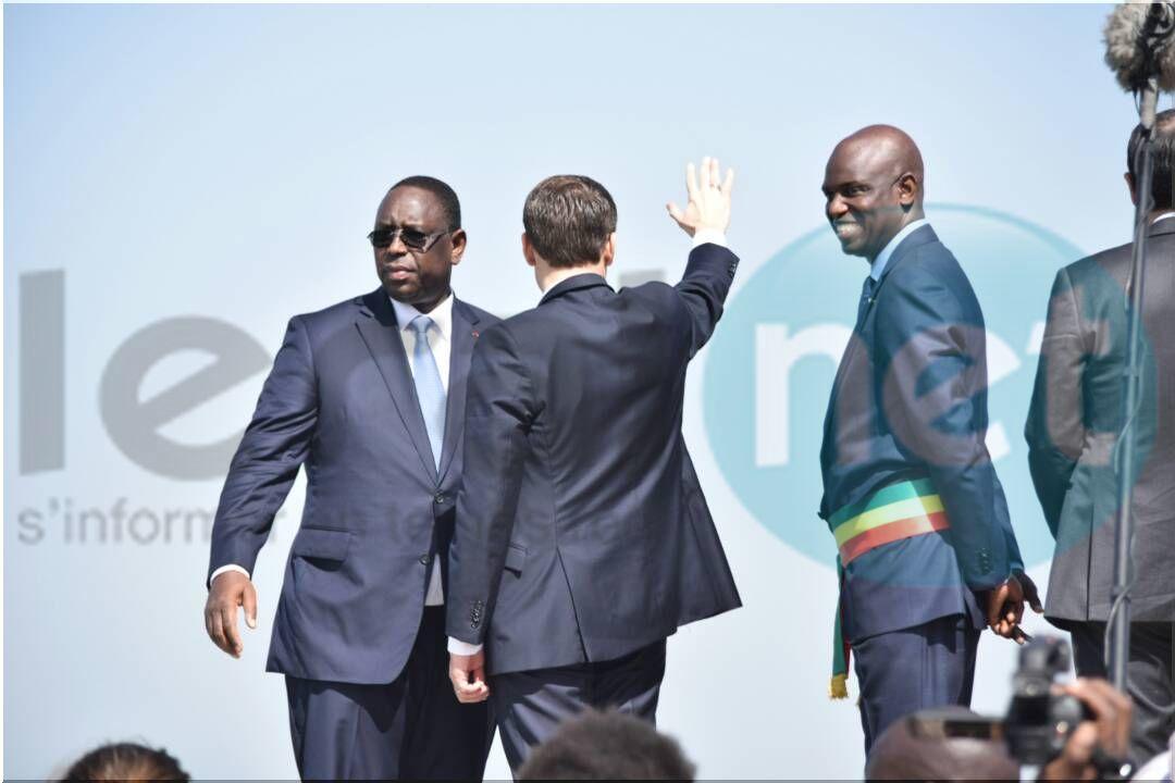 Photos : Macky Sall et Macron chaleureusement accueillis par une foule immense
