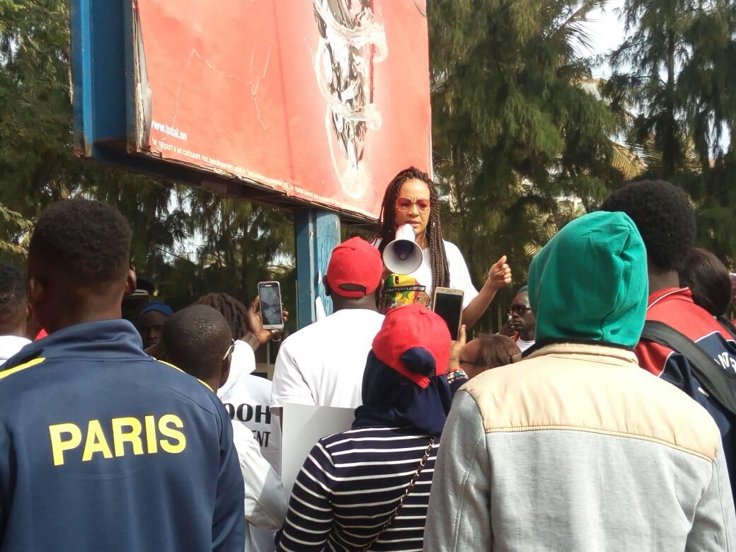 Malika, la femme de Assane Diouf en sit-in devant l'ambassade des Etats-Unis (photos)