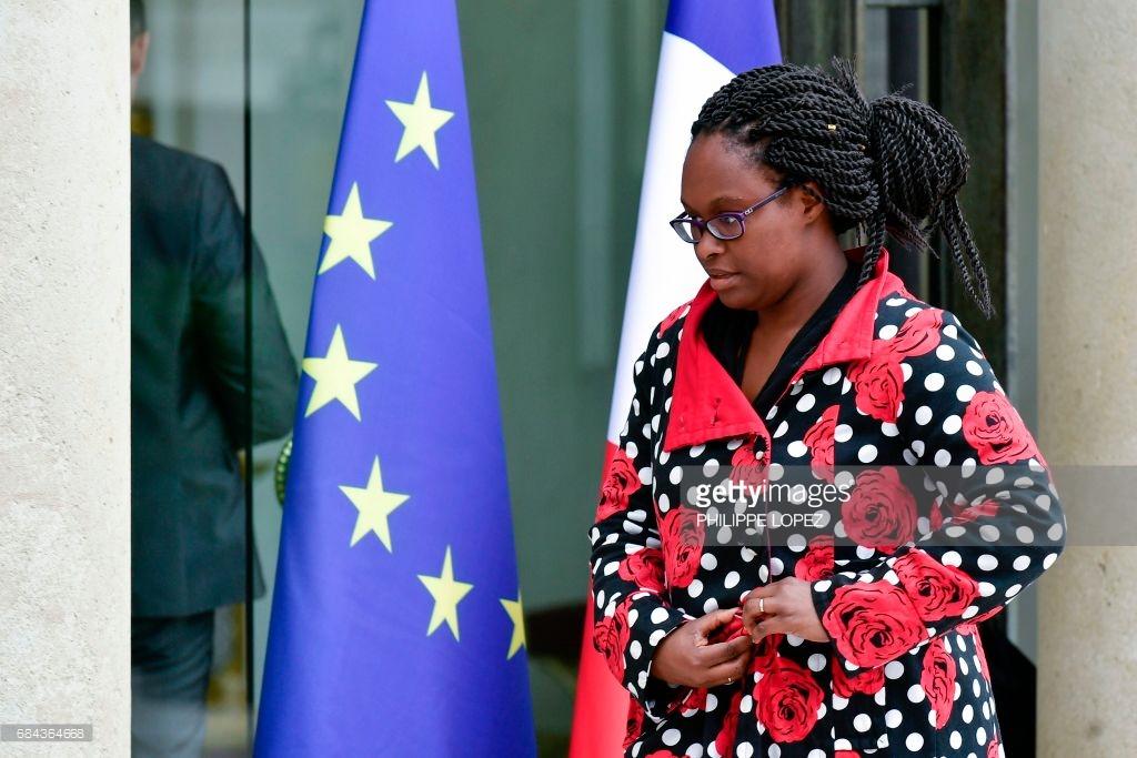 """Sibeth Ndiaye : """"l'habit ne fait pas le moine"""", pourquoi la """"Sénégalaise"""" dérange autant ? (14 photos )"""