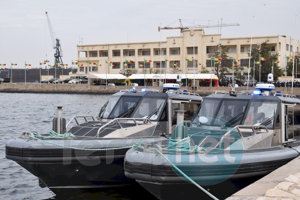 La remise de deux bateaux de patrouille à la marine nationale sénégalaise par l'United States Africa
