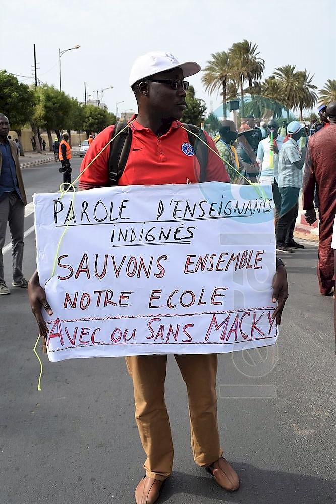 90 PHOTOS: la marche des enseignants des syndicats SAEMS, CUSEMS, SELS, SELS A, UDEN, SNELAS/FC à la Place de la Nation (Obélisque)