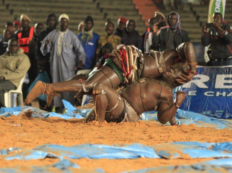 Vidéo: Ama Baldé bat Papa Sow en moins d'une minute