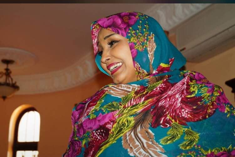 Photos : la femme de Momar Ndao Ascosen est le portrait craché de Aisha Buhari du Nigéria, regardez