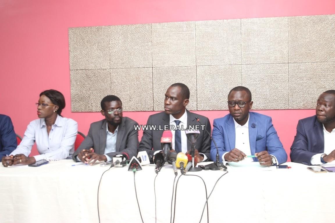 """""""Après six ans d'exercice du pouvoir, le Président Macky Sall a échoué, sur toute la ligne..."""" (Jeunes du Rewmi)"""