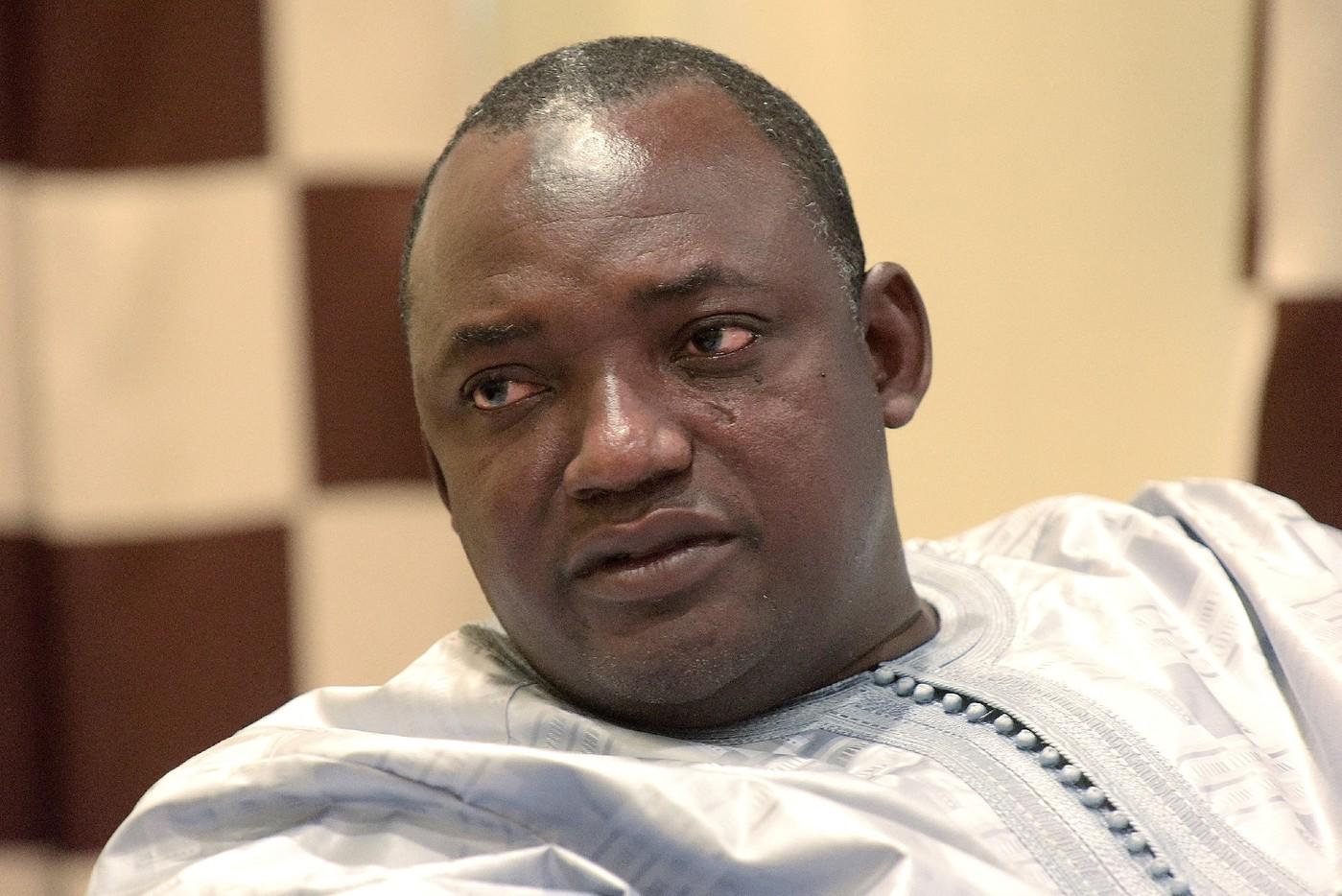 Un ministre gambien tire à bout portant sur les politiciens et douaniers sénégalais