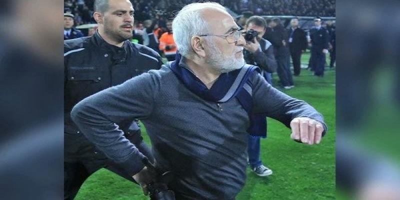 Grèce/Football: un président de club débarque sur la pelouse avec son pistolet