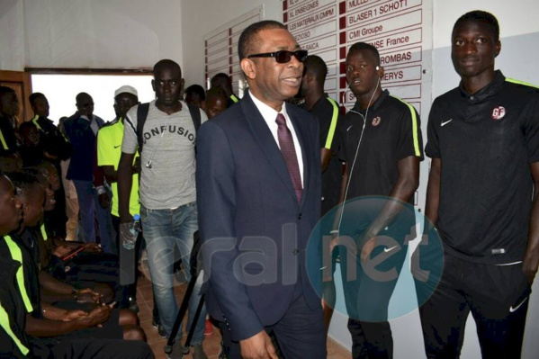 Youssou Ndour galvanise les Joueurs de Génération Foot avant le match contre Horaya