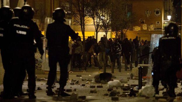 Madrid: De violents heurts ont opposé policiers espagnols et migrants