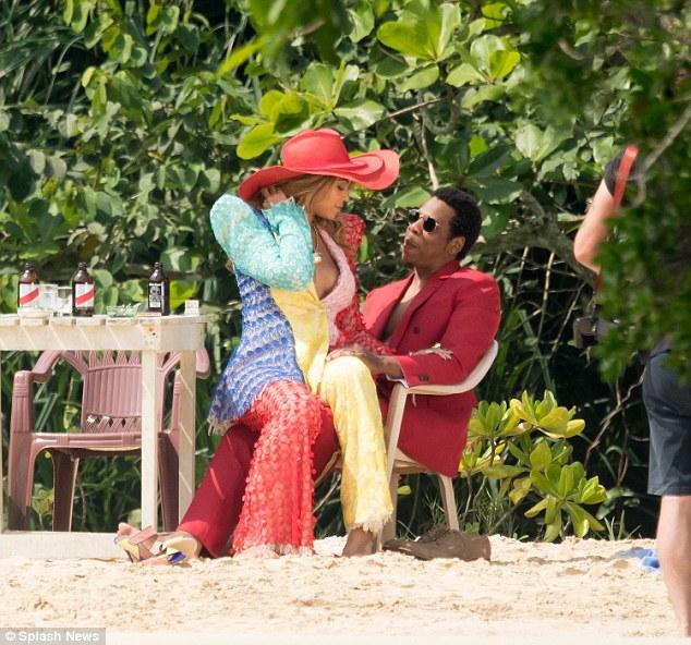 12 photos : Beyonce et Jay Z super amoureux, regardez