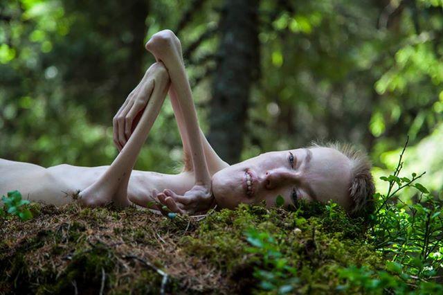 Un politicien norvégien pose nu pour montrer...