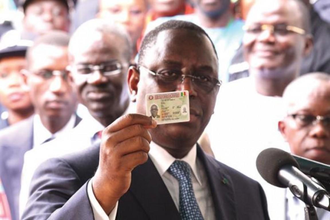 Les cartes d'identité de Wade plus chères que celles de Macky