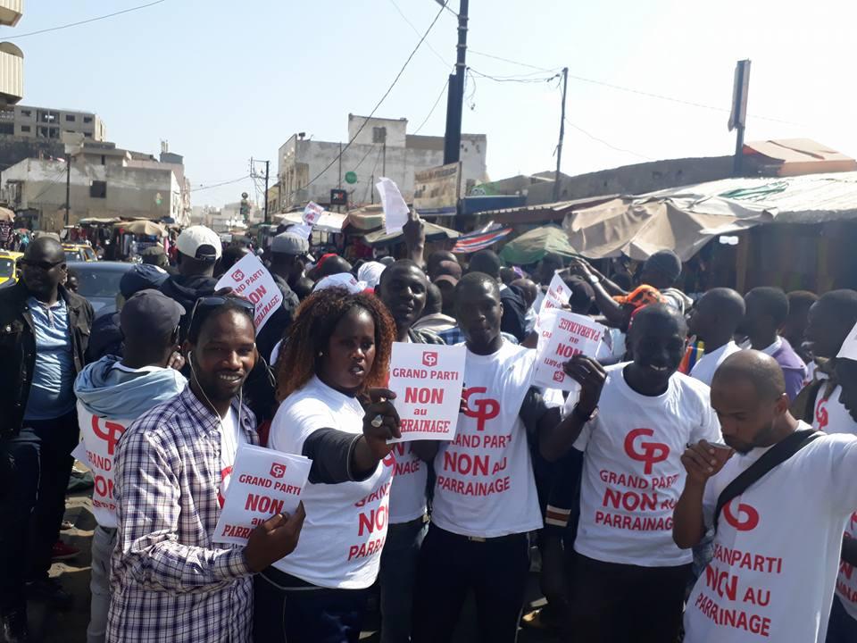"""Manifestation contre le parrainage: Gackou livre """"un avant-goût"""" et se heurte aux forces de l'ordre à la place de l'Indépendance"""