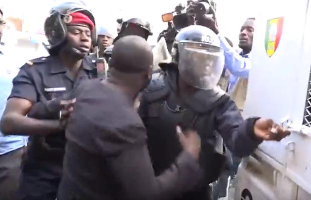 Manifestation contre le parrainage: Les défenseurs des droits de l'homme exigent la libération des opposants