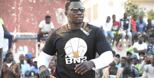 Boy Niang terrassé par Ndèye Diouf
