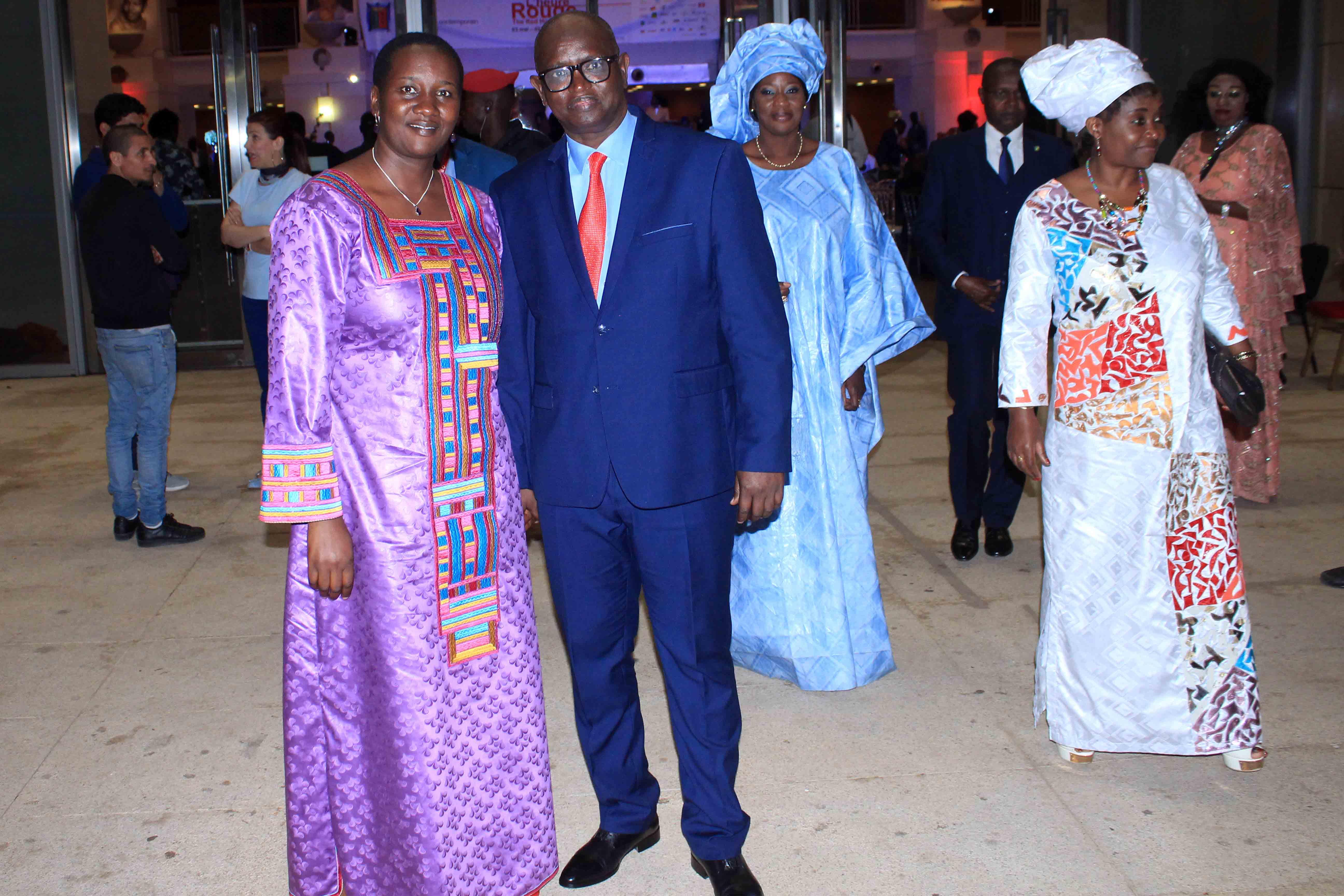 17 photos : Viviane Chidid Dieng fait danser Christophe Bigot, l'ambassadeur de France au Sénégal
