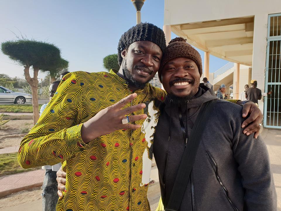 URGENT : Guy Marius Sagna relaxé...après avoir déchiré la bâche de la Place de l'Europe à Gorée